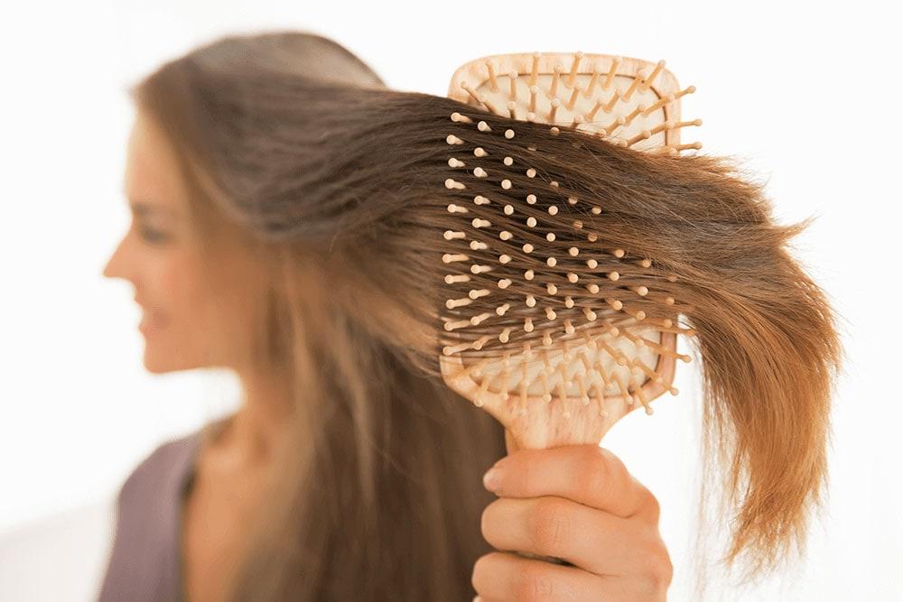 Perché cadono I capelli? | Schwabe Italia